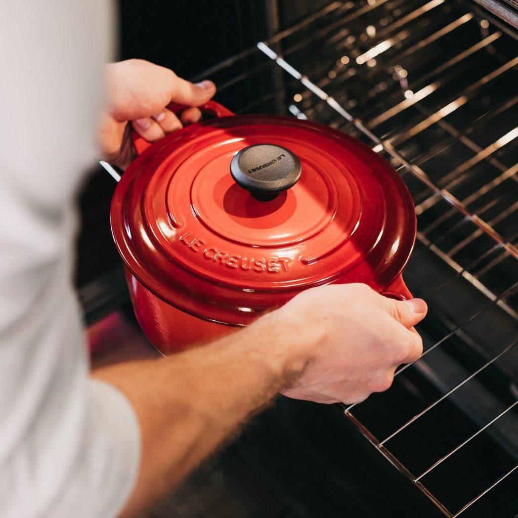 Pişirme yöntemleri, tencere, fırın, haşlama, kırmızı kapaklı tencere, aşçı