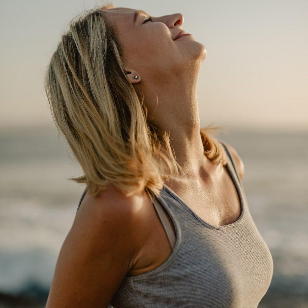 sağlıklı yaşam, mutlu kadın, huzurlu bayan, kaliteli hayat, yaşam kalitesi, wellness