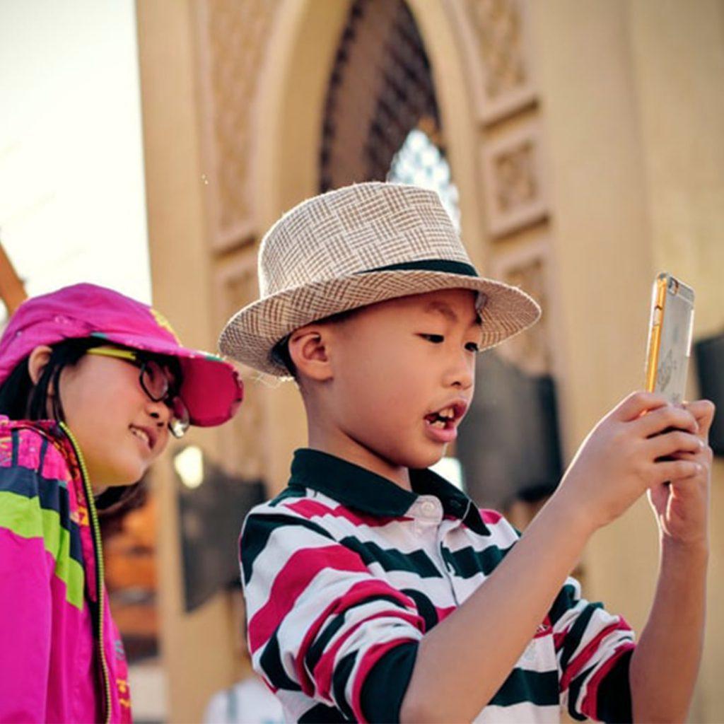 selfie çeken çocuklar, internet, teknoloji, Çinli çocuk