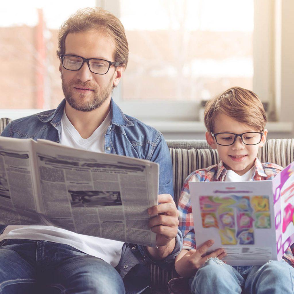 gazete, baba, gözlük, kız, aile, okuma