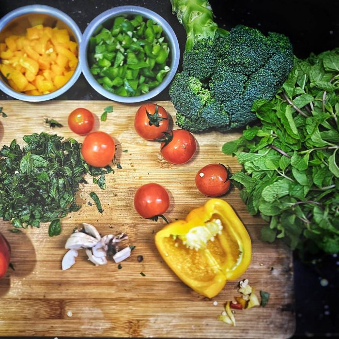domates, biber, yeşillik, kişniş, kishnish, aşotu, aş otu, maydonoza benzeyen ot, kişniş baharatı