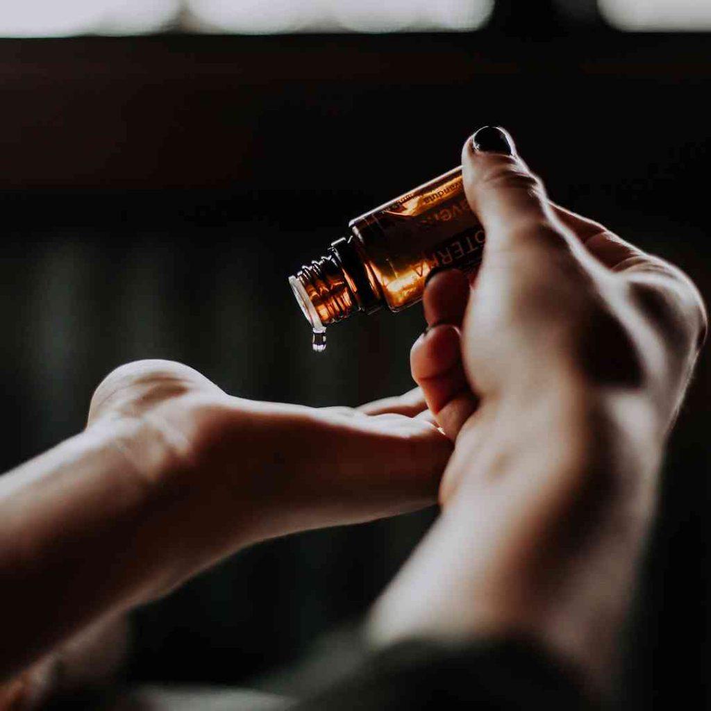 vitamin d, vitamin e, d vitamini, e vitamini, sağlıklı yağ, aromatik yağ, şişe