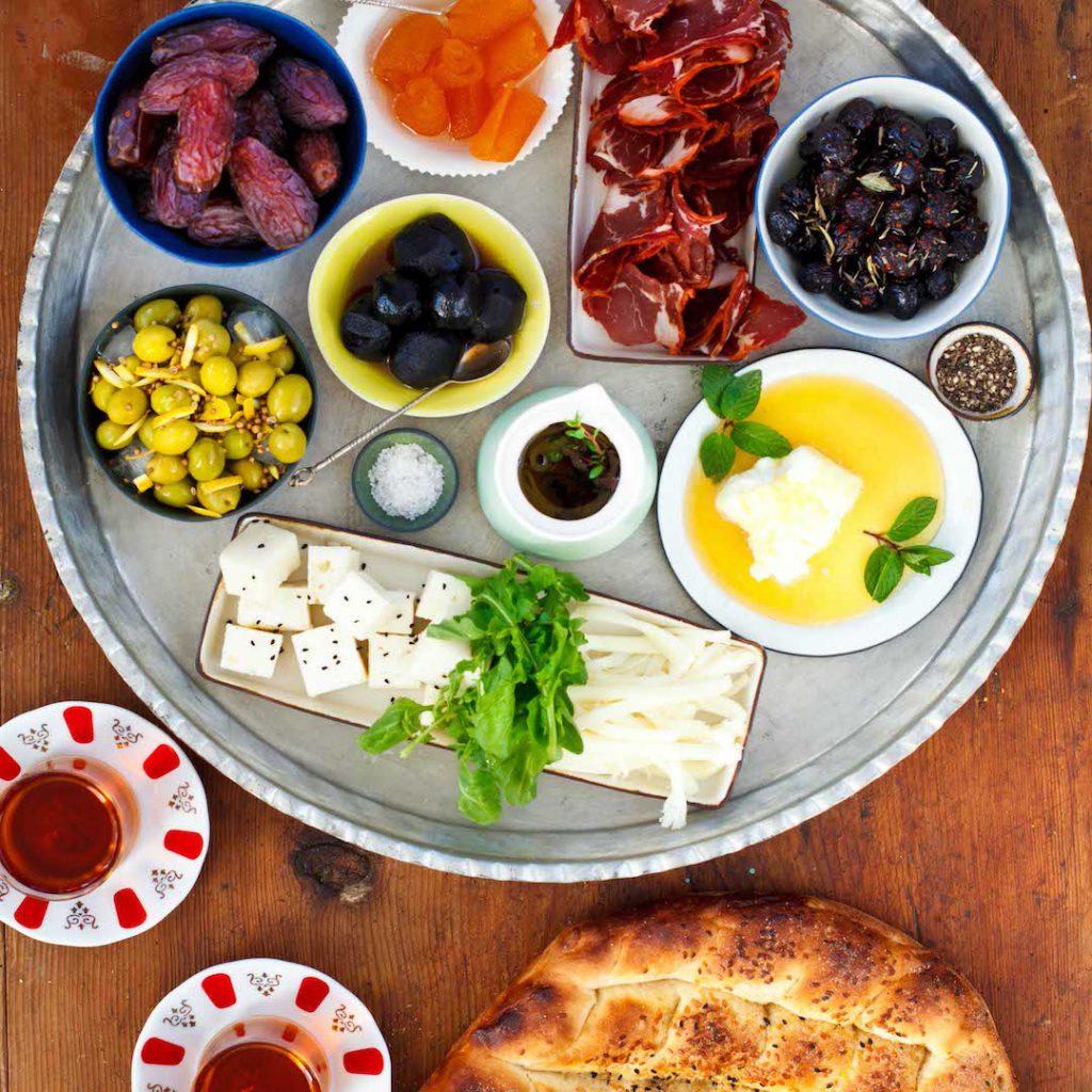 iftariyelik, pide, çay, kahvaltı