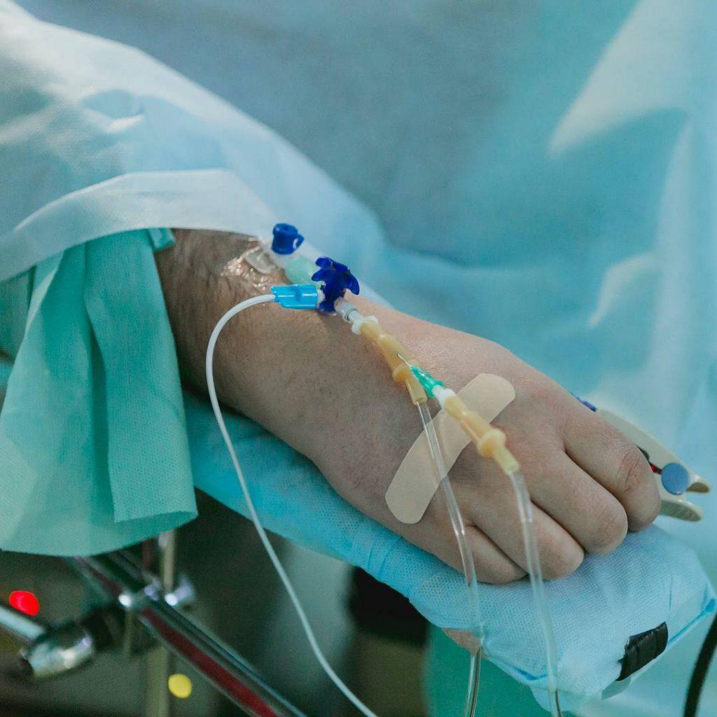 kan şekeri, hasta, yatalak, hastane, ameliyat, operasyon, damar yolu
