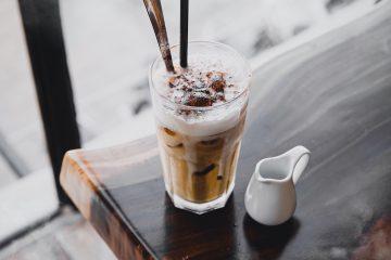 sütlü kahve, kahveli detoks, kahve smoothie, kakaolu süt pipet