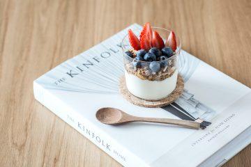 yoğurt, çilek, kırmızı meyveler, kitap, tatlı, sütlü tatlı