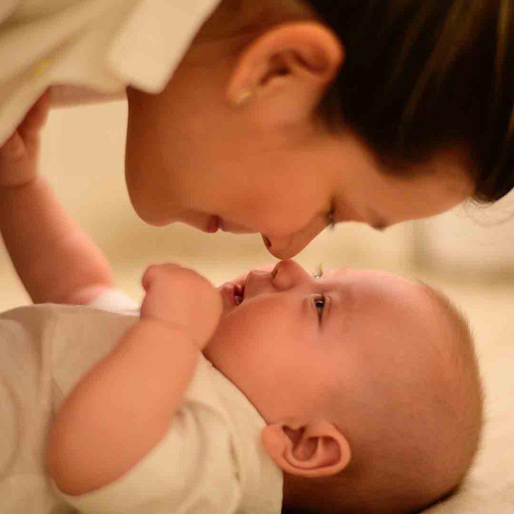 bebek, anne, bağlanma, göz teması, güvenli bağlanma