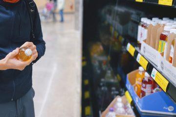 etiket okuma, adam, erkek, gıda okuma, market alışverişi, ürün inceleme, ortoreksiya