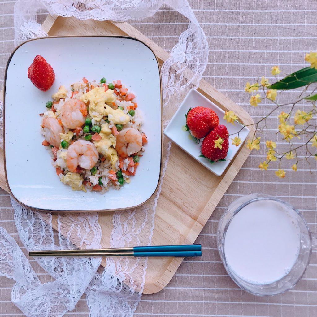 çilek, süt, ara öğün, yemek, menü, öğün, yemek, sağlıklı tarif