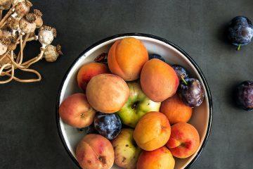 sarımsak, şeftali ,kayısı, mürdüm eriği, elma, meyveler