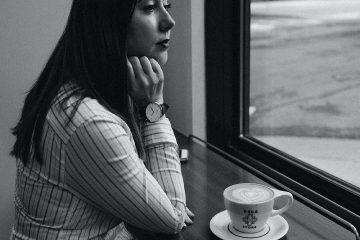 kadın, kahve, düşünme, düşünce, dalgınlık, yorgunluk, dinlenme, siyah beyaz