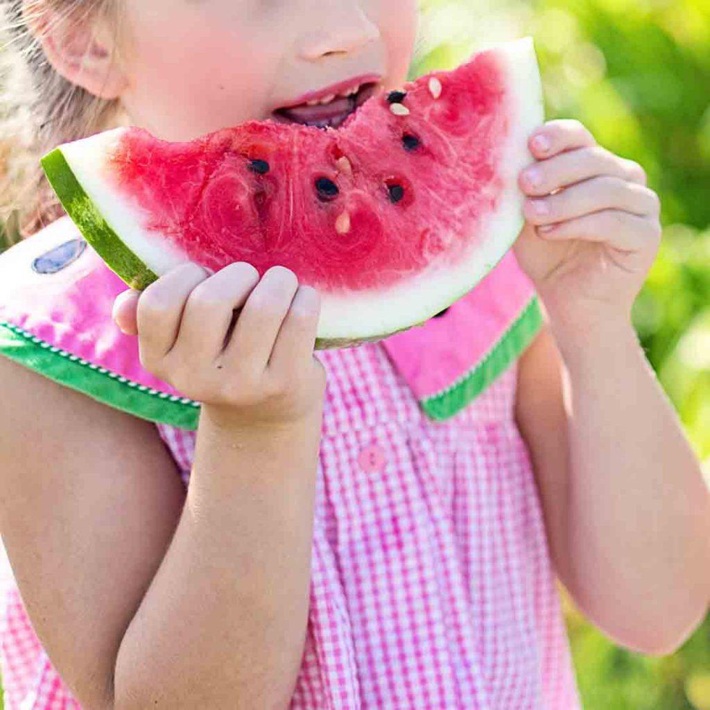 çocuk,çocuk, beslenme, çocuk beslenmesi, karpuz, yemek, yiyecek, kız anne, kurabiye, ödül, ceza, yemek