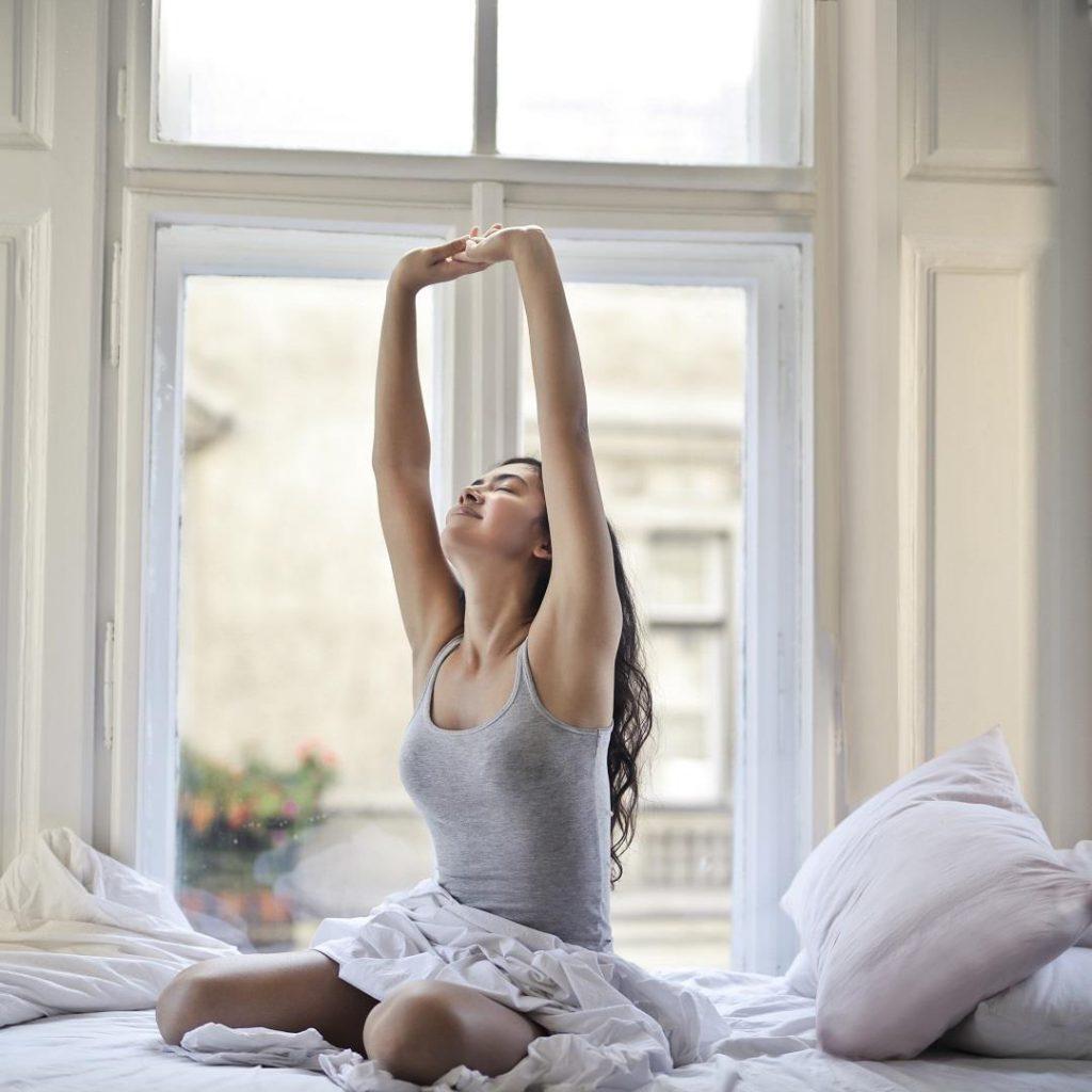 yatma, uyku, uyanma, kadın, mutlu, uyku, uyuma, uykusunu alma, günaydın, sabah