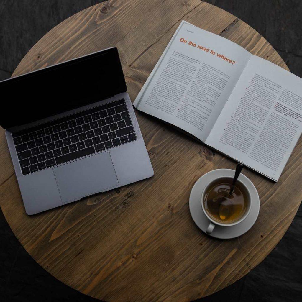 bitki çayı, kitap, dergi, mac, bilgisayar, okuma, araştırma, masa