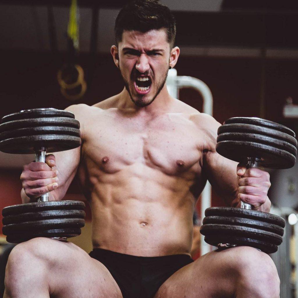 erkek sporcu, fitness, göğüs, kas ağırlığı
