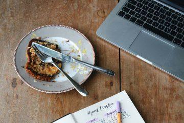 macbook, mac, yemek, atıştırma, ara öğün, kalem, liste, defter
