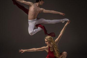 erkek-kadin-cift-dans-esnek-yoga-kirmizi-beyaz-savunma-uyum-denge-ego-savunma-mekanizmalari