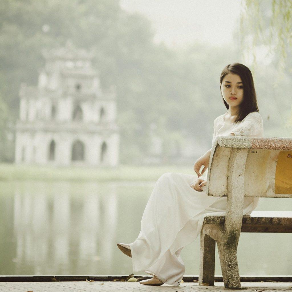 kadın, yalnız, mutsuz, dalgın, inkar, yok sayma