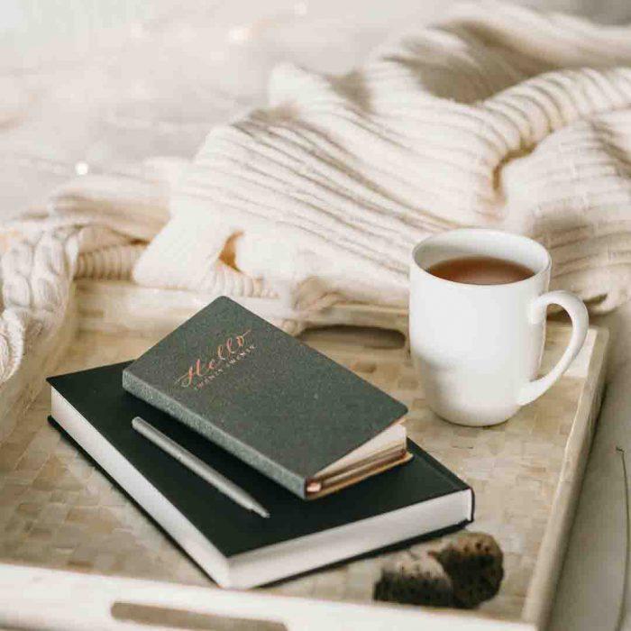 adaçayı, bitki çayı, dinlenme, kitap, not, yazmak, iyileşmek, kupa