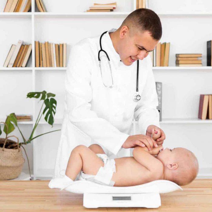 bebek kilosu, bebek ağırlığı, çocuk doktoru, pediatrist, pediayri doktoru, çocuk hekimi, klinik, beyaz