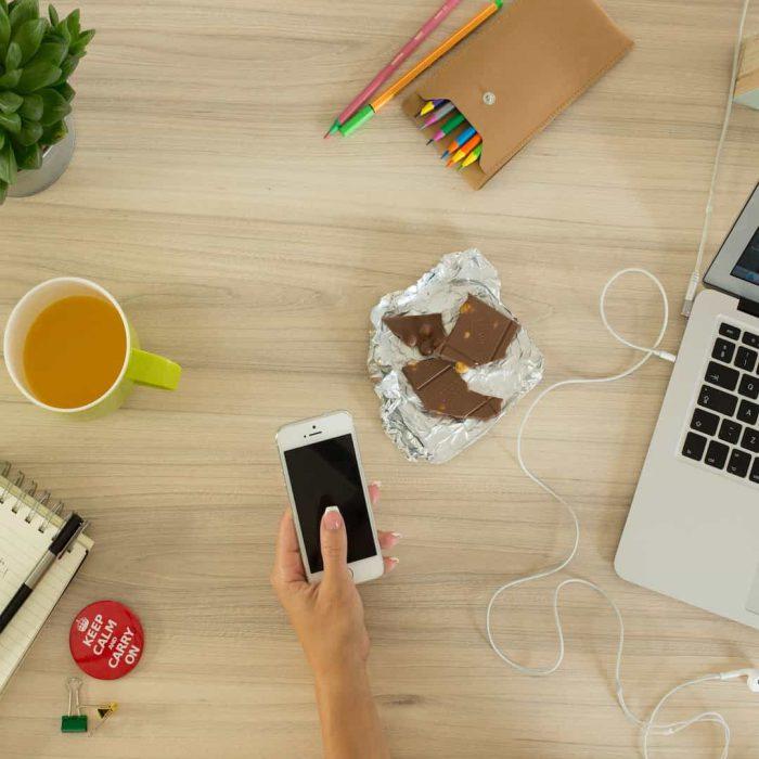 çikolata, alüminyum, telefon, çiçek, kahve, keep calm, masa, macbook, kalem