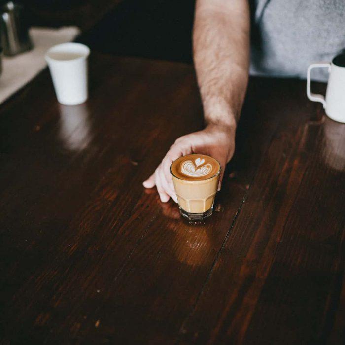 flat white, Avustralya kahvesi, az sütlü köpüksüz kahve