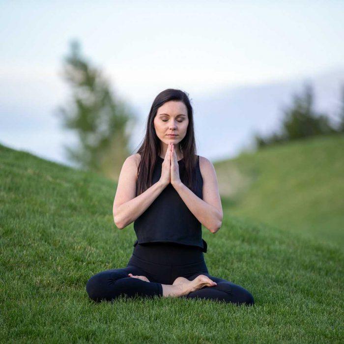 gevşe, rahatla, yoga, lotus, huzur, yeşil, kadın, şükran, dua, siyah