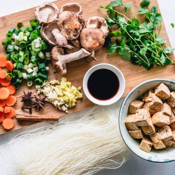 havuç, yeşillik, kahve, sağlıklı öğün, yemek, menü, ana öğün, maydonoz, mantar, tahta, tofu, sunum
