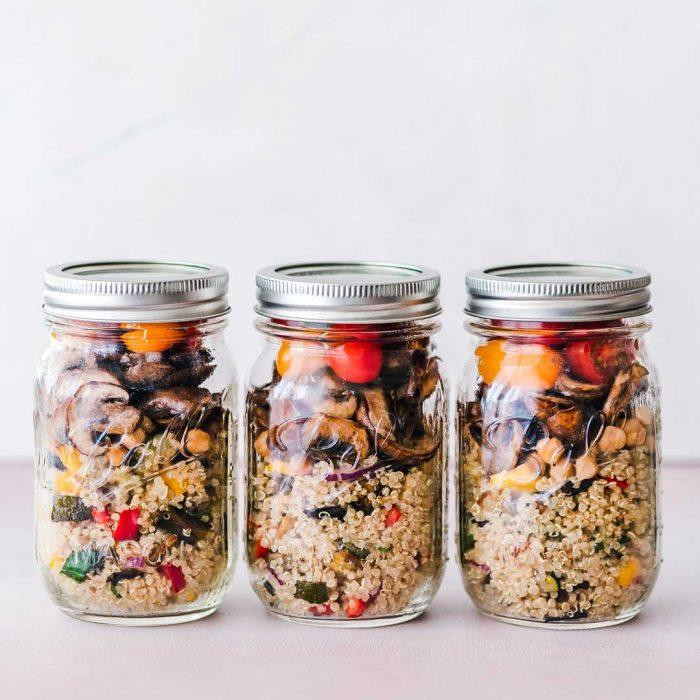 kinoa, astronom gıdası, tahıla benzeyen glutensiz tohum, kavanoz, nohut sebze