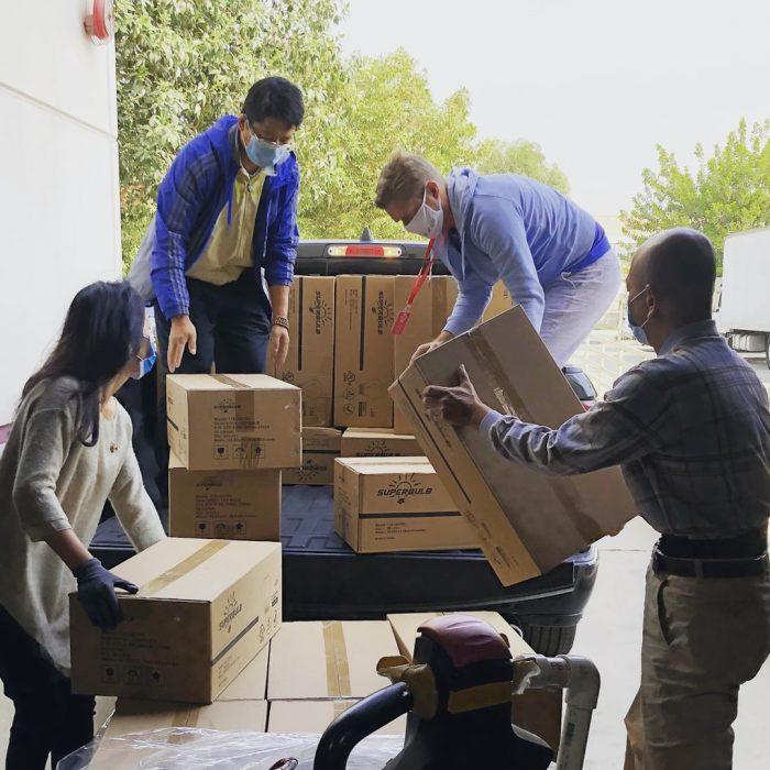 yük taşıma, ağırlık kaldırma, arkadaşlar, yardımlaşma, nesne
