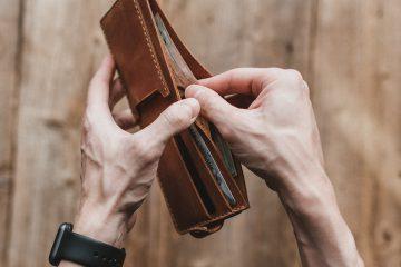 Cüzdan, para, saat, damarlı kol