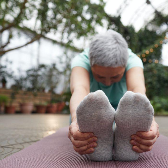 Esneme, egzersiz, spor, hamstring germe, ayağa uzanma
