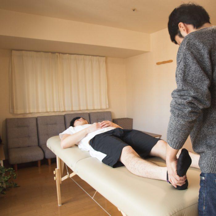 Fizyoterapist, manuel uygulama, sedye, ayak, bacak, sırtüstü yatmak