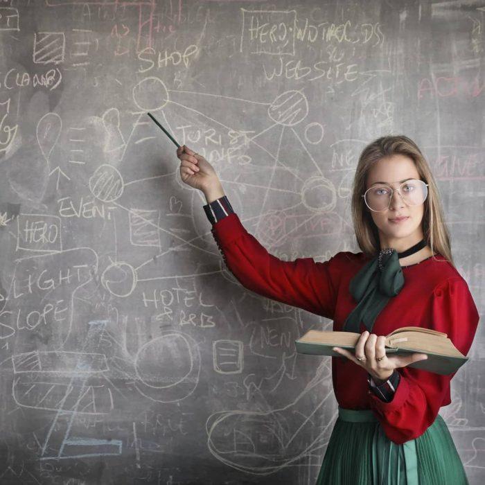kadın, ders, hoca, öğretmen, eğit, tahta, bilim, öğren, zeka, zeki, min