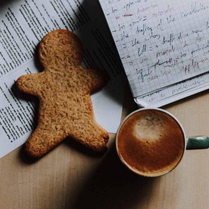 not, yazı, ders çalışma, zencefilli kurabiye, kepekli bisküvi, kahve