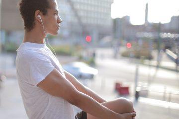 Diz, diz bükme, spor, egzersiz, müzik dinleme, kulaklık, dize uzanma, odaklanma, konsantre