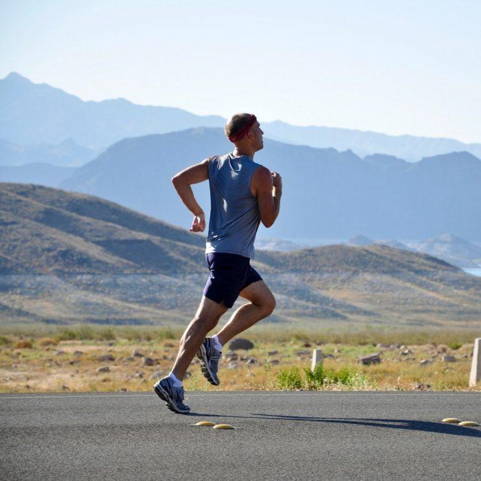 Koşu, hareket, yol, yol kenarı, dağ, koşan adam, gökyüzü, doğa, doğa koşusu