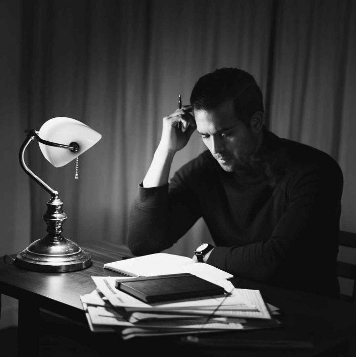 karanlık, doçentlik, çalışma, işin içinden çıkamama, çaba, ders, ödev