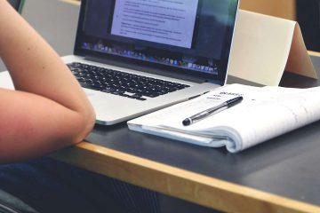 macbook, kitap, çalışma, ders, staj, intern, kadın, kafe, okuma, akademik, öğrenci
