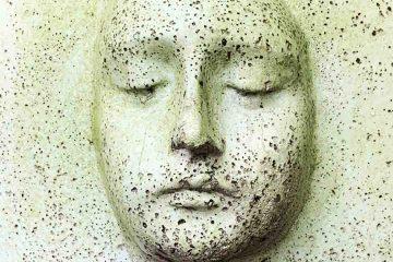 travma, travma belirtileri, travmatik, heykel, künt, yüz, göz kapalı, beyaz, eski