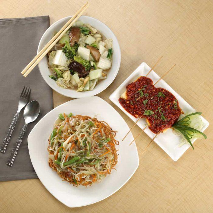 yemek, menü, sofra, öğün, sunum, et, çubuk, makarna, salata, üç kap yemek