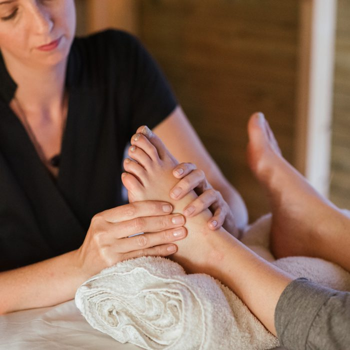 Ayak, bacak, ayak masajı, duyu testi, odaklanmış