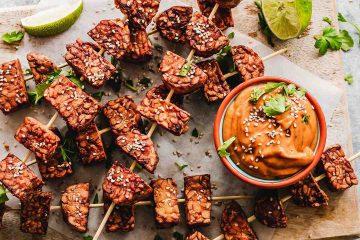 sunum, yemek, diyet, sos, lime, cızbız, şiş, tempe, tempeh, soya ürünü, soya fasulyesinden yapılan endonezya besini