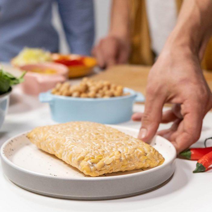 yemek, sofra, yemek hazırlama, tempe, tempeh, soya ürünü, soya fasulyesinden yapılan endonezya besini