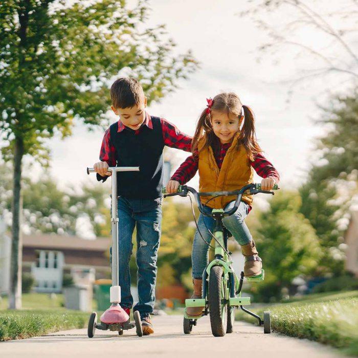 çocuk, bisiklet, skutır, scooter, oyun, dışarı çıkmak, arkadaş, oyun arkadaşı, cocuk spor, çocuk aktivite, sokak