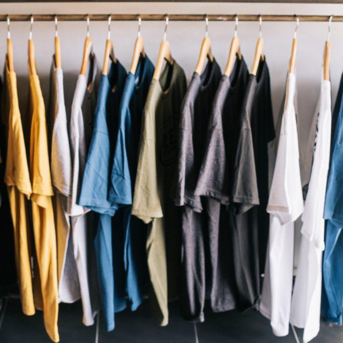 T-shirt, mağaza, kıyafet, satış, askı, renkli, üst, scrub, pijama, eşofman, giysi
