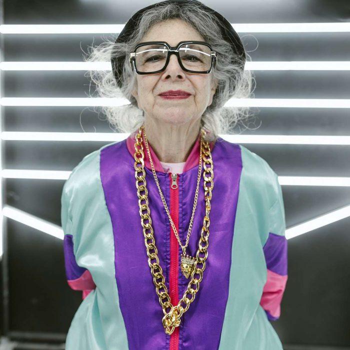 kadın, yaşlı, menopoz, süslenme, takı, ışıl ışıl